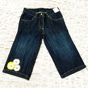 Gymboree, NWT blue jeans with flower decorate
